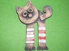 Kočka - Podkolenková Hand Built Pottery, Ceramic Pendant, Yard Art, Projects To Try, Creativity, Gatos, Animales, Manualidades, Crafting