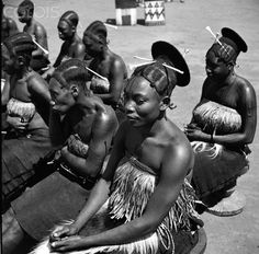 Mangbetu people live in Central Africa, in northeastern Congo. The name Mangbetu refers, strictly speaking, only to the aristocracy, which i. African Tribes, African Countries, All About Africa, Belgian Congo, Ideal Beauty, Tribal People, African History, African Life, People Of The World