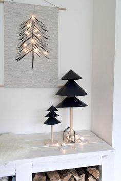 Do it yourself Scandinavian Christmas tree from wood and cardboard Black Christmas Tree Decorations, Scandinavian Christmas Trees, Black Christmas Trees, Christmas Trends, Christmas Mood, Noel Christmas, Modern Christmas, Christmas Inspiration, Christmas Greetings