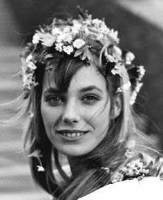 Jane Birkin and 18 other examples of how to wear a flower crown.
