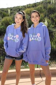 Merell Twins, Siblings, Twin Outfits, Cute Swag Outfits, Youtuber Merch, Youtubers, Veronica And Vanessa, Veronica Merrell, Sisters