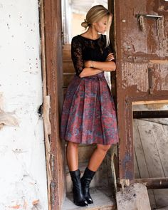 # 7Kleider #original #tiefmiederrock #trachtenrock # wiesn2017 - 7dresses fashion & tracht - #7dresses #7Kleider #fashion #Original #tiefmiederrock #Tracht #trachtenrock #wiesn2017 Holiday Outfits, Spring Outfits, Fashion Beauty, Womens Fashion, How To Look Classy, Business Outfits, Models, High Waisted Skirt, Gowns