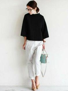 black + white + frost white (note of arctic blue) Office Fashion, Work Fashion, Fashion Pants, Daily Fashion, Fashion Outfits, Womens Fashion, Japanese Minimalist Fashion, Minimalist Fashion Women, Minimal Fashion