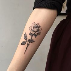 Rose tattoo #evamigtattoos #tattoo
