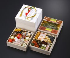 画 像 tto this is for you : ) pd food packaging пищевые упаковки, Takeaway Packaging, Japanese Packaging, Food Packaging Design, Brand Packaging, Gift Packaging, Japanese Wagashi, Japanese Sweets, Japanese Food, Sushi Take