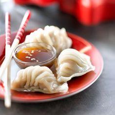 Voir la recette des raviolis chinois Desserts Chinois, Asian Recipes, Ethnic Recipes, Finger Foods, Panna Cotta, Crisp, Icing, Peanut Butter, Pudding