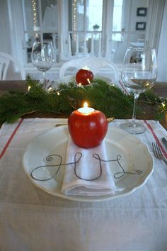 Vintage chic: jul. apple tea lights garland runner