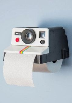 Usually cameras in bathrooms are a no no, unless you're looking to create a retro themed bathroom. For those that love a retro product this Polaroid Camera Toilet Roll Paper Holder will suit you well. Tissue Boxes, Tissue Holders, Paper Holders, Tissue Paper, Roll Holder, Deco Design, Bath Decor, Room Decor, Cool Gadgets