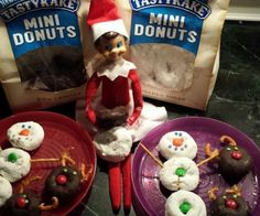 200 einfache Elf auf dem Regal Ideen – Raining Hot Coupons – Elf on the Shelf Christmas Treats, All Things Christmas, Christmas Holidays, Christmas Parties, Christmas Morning, Grinch, Elf Auf Dem Regal, Elf Magic, Elf On The Self