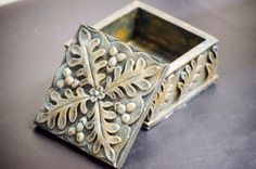 Vintage Brass Toned Jewelry Box by CreativeSixters on Etsy https://www.etsy.com/listing/248680224/vintage-brass-toned-jewelry-box