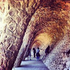 «#tropjolie #roadtrip #europeanroadtrip #spain #espana #barcelona #parcguell #gaudi #art #archi #archilife #architecture #archilover #ig_archi #ig_love…»