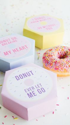 DIY donut boxes valentines day puns doughnuts case cute fun tutorial free printable - for Krispy Kreme gifts Valentines Day Puns, Valentine Box, Valentine Day Crafts, Valentine Ideas, Valentines Day Presents, Printable Valentine, Valentine Nails, Homemade Valentines, Valentine Wreath
