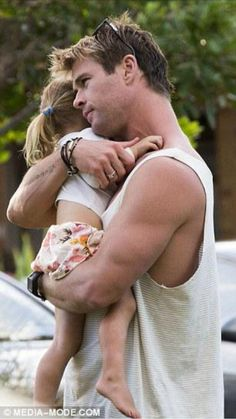 chris hemsworth cuddling his daughter is the cutest thing in the world