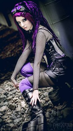 Model: SaphirNoirPhoto:© PHRENETICA Photography & DesignWelcome to Gothic and Amazing |www.gothicandamazing.org