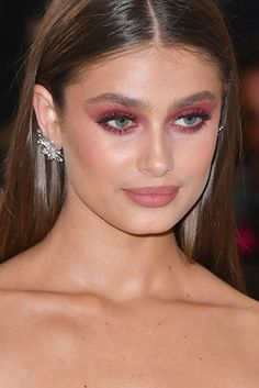 The most romantic makeup look ever! Loving the monochrome plum/pink eyes and lips from this Met Gala attendee. http://www.jennysuemakeup.com/2017/05/marvelous-met-ball-2017-makeup-hair-looks.html