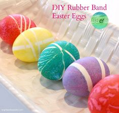 Use Rubber Bands for Decorating Easter Eggs