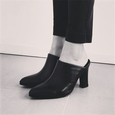 Mules are the season´s must - have shoes. Suecos el must - have de esta temporada. #Trend2015 #Style #WearEveryDay #PrimaveraVerano2015 #RealLeather #PuroCuero Disponibles en nuestras tiendas a partir de este jueves.