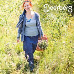 Langer Rock, derbe Strickjacke und Stiefeletten - Izabela trägt ein typisches Boho-Outfit