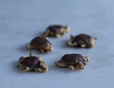 Chocolate Turtles with Homemade Natural Caramel ~ Give your sweetie these delectable candies and learn how to make the most delicious homemade caramel from scratch. The ultimate Valentine's Day treat! Se RECIPE: http://azestforlife.com/recipe/chocolate-turtles-with-homemade-natural-caramel/