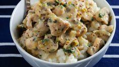 Kuřecí stroganoff je poměrně rychlý na přípravu a navíc opravdu dobrý! Ideálně podávejte se šťouchanými brambory a zeleninovým salátkem. Cheeseburger Chowder, Potato Salad, Soup, Potatoes, Food And Drink, Ethnic Recipes, Kochen, Potato, Soups