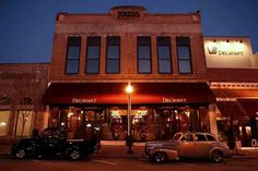 Del'avant Event Center  is located in picturesque downtown LaGrange in an historic, but newly renovated building.