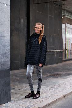 Copenhagen Street Style — The Locals – Street Style from Copenhagen and elsewhere Street Style Blog, Street Chic, Street Style Women, Street Fashion, Street Styles, Just Style, Cool Style, Copenhagen Street Style, Danish Fashion