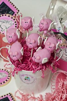3 Sweet Girls Flying Pig Cake Pops Pig Cupcakes, Pig Cookies, Fancy Cookies, Cupcake Cakes, This Little Piggy, Little Pigs, Piggy Cake, Tout Rose, Piggly Wiggly