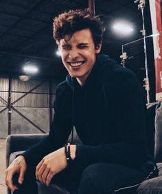 Listen to every Shawn Mendes track @ Iomoio Shawn Mendes Memes, Shawn Mendes Imagines, Aaliyah, Ed Sheeran, Canadian Boys, Shawn Mendes Wallpaper, Chon Mendes, Mendes Army, To My Future Husband