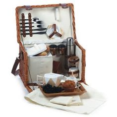 Picnic Plus T4Two Tea Picnic Basket Set with Insulated Cooler. Inspired from a classic antique tea.