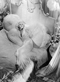 Blonde Bombshell Jean Harlow