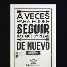 """Vinilo decorativo de la frase celebre de León Gieco: """"A veces para poder seguir hay que empezar de nuevo"""""""