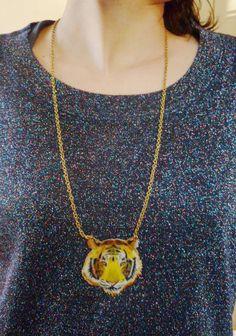 Tête de tigre en plastique fou ! Bijoux Diy, Creations, Etsy, Pendant Necklace, Jewelry, Unique Gifts, I Don't Care, Pendant, Fimo