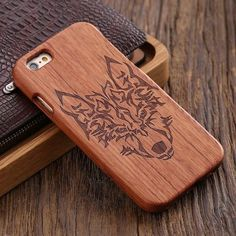 100% Bamboo Engraved Wolf Cross Capa For (iPhone and Samsung)
