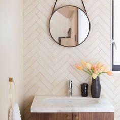 Mid-Century Modern Bathroom Decor Ideas | www.essentialhome.eu/blog | #midcentury #homedecor #furniture