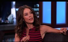 Abigail Spencer dishing to #JimmyKimmel in our Rhodium & White Gold Ear Cuffs #JimmyKimmeLive #EarCuffs #Suits #HIMYM