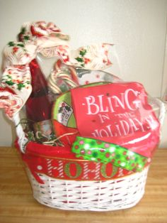 Holiday Basket Holiday Baskets, Wine Baskets, Customized Gifts, Wicker, Diy Crafts, Creative, Home Decor, Personalized Gifts, Decoration Home