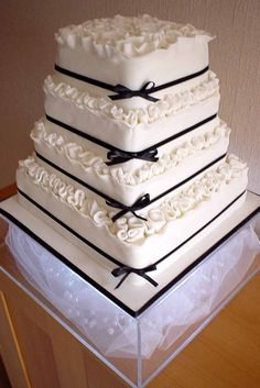 Wedding Cake Shapes From Round To Topsy-Turvy ❤ See more: http://www.weddingforward.com/wedding-cake-shapes/ #wedding #bride