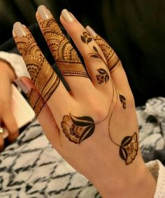 Absolutely Stunning Henna Flower Tattoos on Hand for Girls