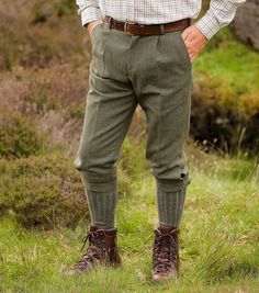 Edinburgh Tweed Breeks by Hoggs of Fife. The Edinburgh breeks from Hoggs of Fife are waterproof and treated to be stain and rain resistant Country Wear, Country Outfits, Mens Knickers, Suit Fashion, Mens Fashion, Plus Fours, Tweed Run, Men In Heels, Dapper Dan