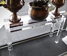 MODELLO MISSING #consolle #trasparente #acrylic #consolle #plexiglass #desk #home #office #madeinitaly http://www.eldoradosas.it/consolle-moderne.html