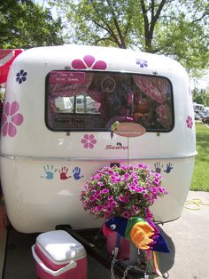 (image) Glamper ~ Vintage Refinished Camper all GLAM'd out. Flower Power in pink! Love the hand prints ~ great idea! Have loved ones leave their mark, or maybe only the inhabitants? Little Trailer, Little Campers, Cool Campers, Retro Campers, Camper Trailers, Vintage Campers, Scamp Trailer, Scamp Camper, Tiny Camper
