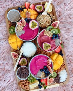 Smoothie Bowl Grazing Board - email or DM for enquirers 💌💫 Smoothies Detox, Vegan Smoothies, Fruit Smoothies, Smoothie Bowl, Smoothie Recipes, Clean Eating Snacks, Healthy Snacks, Healthy Eating, Healthy Recipes