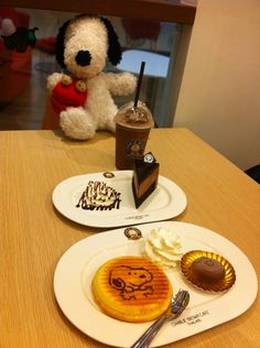 Charlie Brown Cafe Thailand Snoopy cake