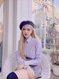 I like her look First Date Outfits, Cool Outfits, Black Pink Kpop, Black Pink Rose, Rose Bonbon, K Wallpaper, Rose Park, Blackpink Photos, 1 Rose