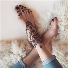 ideas tattoo foot bracelet henna designs for 2019 Toe Tattoos, Anklet Tattoos, Tattoo Bracelet, Body Art Tattoos, Foot Bracelet, Henna Designs Feet, Henna Tattoo Designs, Trendy Tattoos, Tattoos For Women