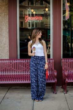 Beat the heat with flowy pants! Flowy Pants, Wide Leg Pants, Harem Pants, Beat The Heat, Summer Pants, Palazzo Pants, Dress Patterns, Spring Summer Fashion, What To Wear