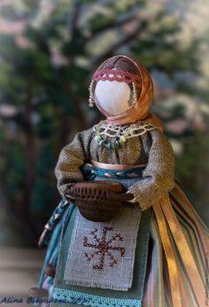 Купить или заказать Кукла-оберег 'Берегиня дома' в интернет-магазине на Ярмарке Мастеров. Кукла – оберег «Берегиня дома» занимает среди всех народных кукол особое место благодаря своему назначению. Она охраняет дом, призывает добрых и светлых духов для того, чтобы защищать жилище хозяина от тёмных сил, различных наветов, дурного глаза. Такая кукла раньше была в каждом доме, славяне приписывали ей большую силу. Перед ней ставили самые разные задачи не только по защите дома, привлечению...