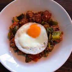 Keto @brooklandsfreerangefarms sausage and cauliflower hash. So darn delicious perfect for breakfast lunch or dinner and packed full of vegetables with 9.1g carbs. Recipe on my website. Get in my belly. X #missrdaisy #racheldaisy #melbourne #melbourneblogger #blogger #recipeblogger #keto #ketodiet #ketoblogger #ketorecipe #recipe #ketomeal #ketoweightloss #ketoaustralia #ketogirl  #ketolifestyle #ketofood #intermittentfasting  #lchf #ketocooking  #ketoforbeginners #ketodinners #ketogoals #ketoid