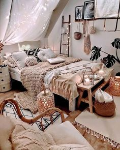 Bohemian Bedroom # Schlafzimmer ID und Bohemian Bedroom # Modernbohemianbedrooms. Bohemian Bedroom # Bedroom ID and Bohemian Bedroom # Modern Bohemianbedrooms . Cute Bedroom Ideas, Cute Room Decor, Room Ideas Bedroom, Home Bedroom, Modern Bedroom, Bedroom Inspo, Small Bedroom Inspiration, Girls Bedroom Colors, Travel Bedroom