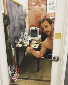 'Note to self: offices with glass doors make for poor changing rooms.' #kingsofcon #wardrobeday @comicconhq